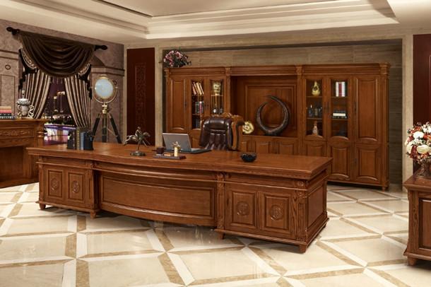 这个越来越现代化的社会里,职场的工作者们对办公家具的需求量也越来越大,要求也是越来越高。但由于对这方面知识的缺乏,往往无从下手,不知道自己到底该怎样购买办公家具。上海办公家具公司——碧江家具告诉你办公家具到底人哪几种。   办公室、会议室、职员办公区、接待室、阅览室、培训区等都是需要使用办公家具的场所,这些场所里使用的办公家具也有好多种:职员办公屏风系列、办公桌、办公椅、办公沙发、办公茶几、文件柜、茶水柜、书柜等。都是每个办公家具公司,必不可少的。   所有的办公家具的主体大多