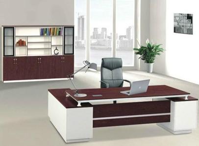 办公室内屏风式办公桌组成的空间结构及其特点介绍